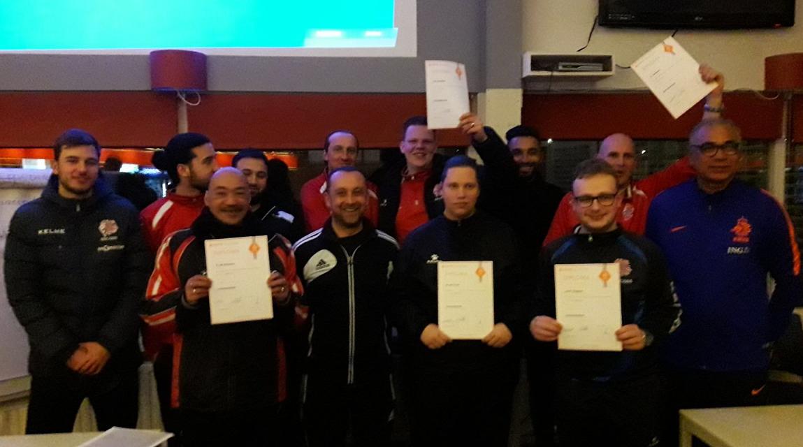 Elftal gediplomeerde jeugdtrainers