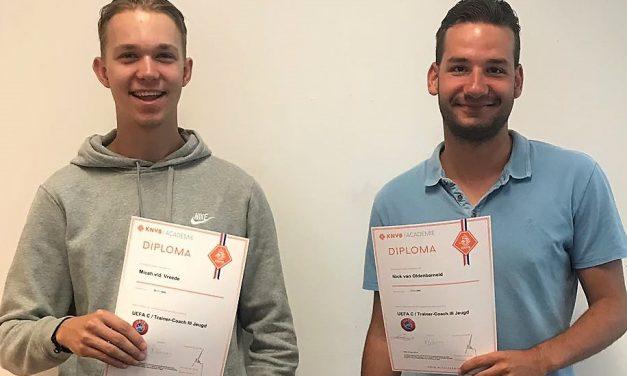 Twee gediplomeerde jeugdtrainers